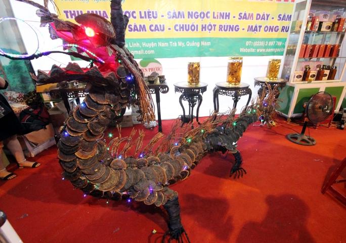 Bán được củ sâm giá 120 triệu đồng tại lễ hội sâm Ngọc Linh - Ảnh 13.