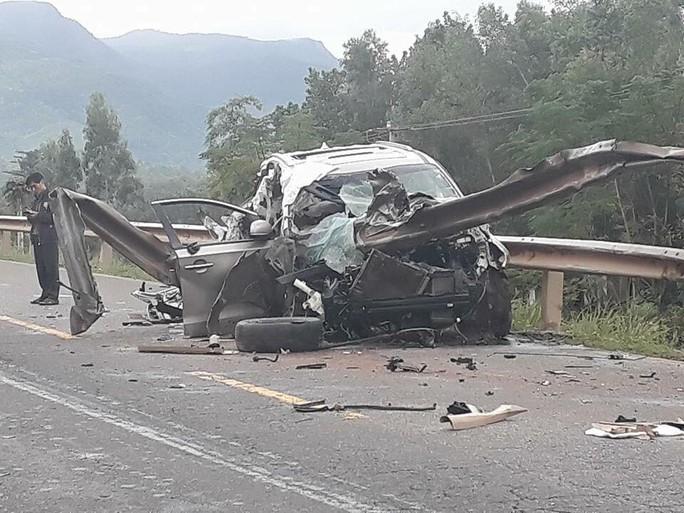 Tai nạn ô tô kinh hoàng, 2 người chết, 2 trọng thương - Ảnh 2.