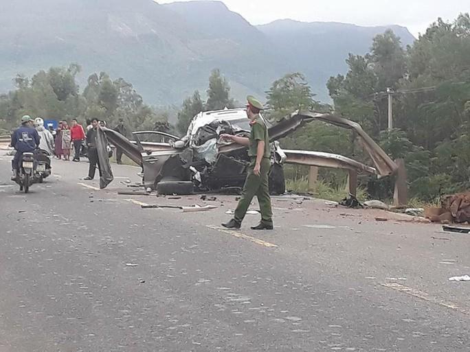 Tai nạn ô tô kinh hoàng, 2 người chết, 2 trọng thương - Ảnh 1.