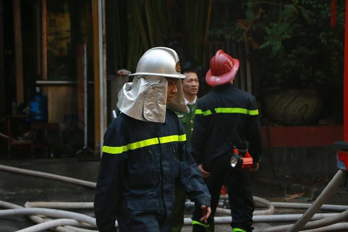 Cháy lớn quán cà phê tại quận Ba Đình - Ảnh 3.