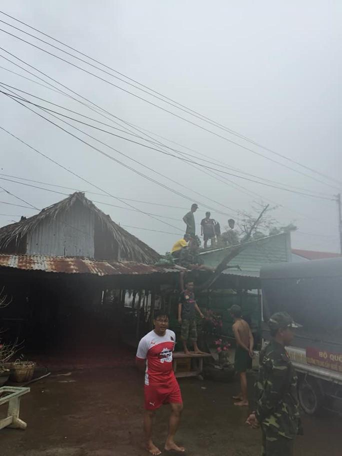 Những hình ảnh ấm áp trước ảnh hưởng của bão số 16 (Tembin) - Ảnh 2.