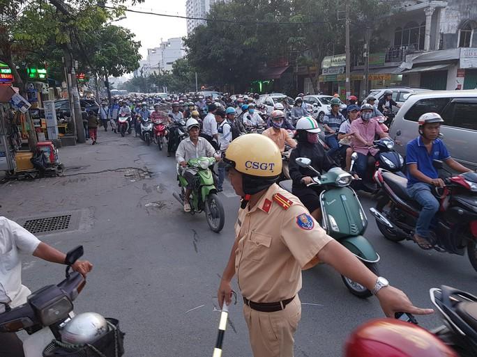Người dân ùn ùn rời Sài Gòn, về quê nghỉ Tết Dương lịch - Ảnh 11.