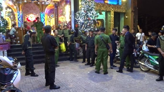 Biên Hòa: Đột kích quán bar, tạm giữ gần 200 người - Ảnh 1.