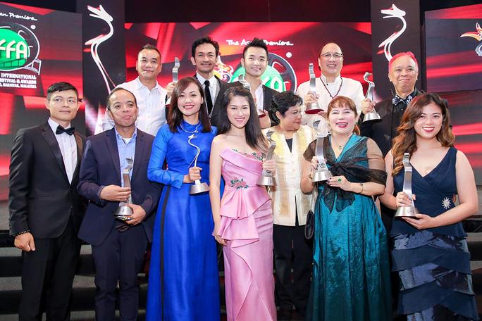 Phim của Hồng Ánh thắng lớn tại LHP ASEAN - Ảnh 1.