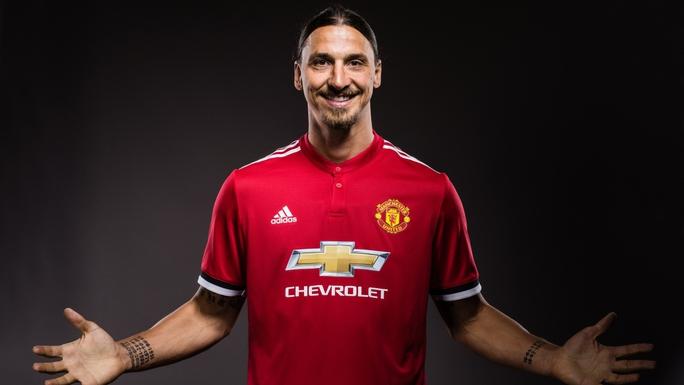 Ibrahimovic  giảm nửa lương, mất áo số 9 khi trở lại M.U - Ảnh 1.