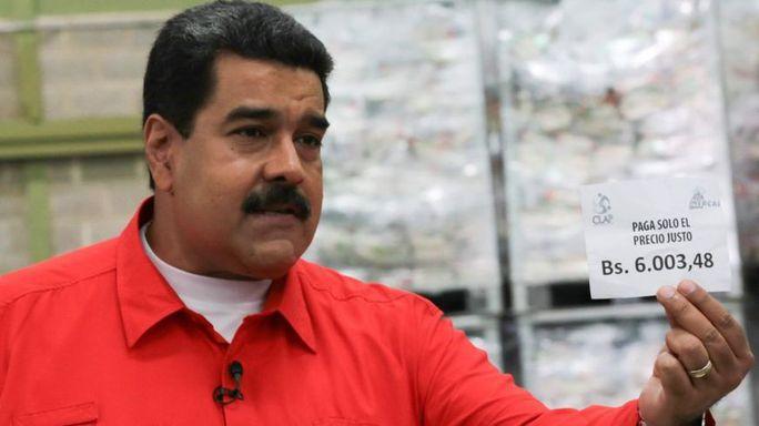Tổng thống Maduro công bố tăng lương hôm 8-1. Ảnh: EPA