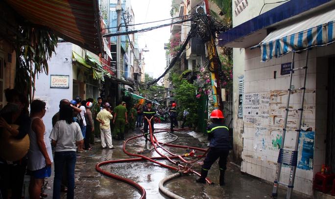 Nhà trong hẻm sâu phát hỏa, cả khu phố náo loạn - Ảnh 2.
