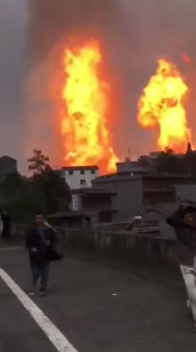 Nổ đường ống khí đốt, tường lửa bao vây ngôi làng Trung Quốc - Ảnh 3.