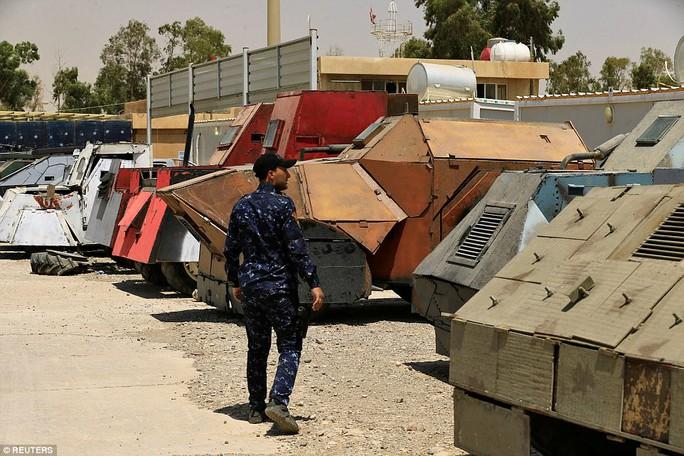"""Iraq: Tham quan """"nghĩa địa"""" xe đánh bom tự sát của IS - Ảnh 7."""