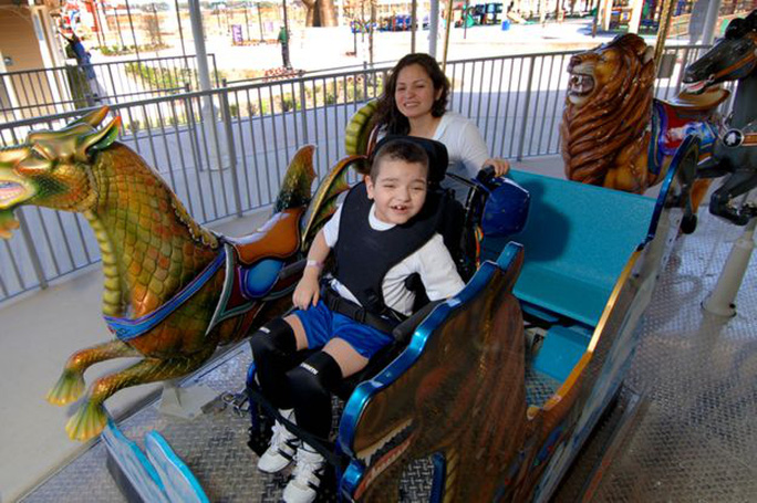 Cha xây công viên giải trí 51 triệu USD cho con gái khuyết tật - Ảnh 7.