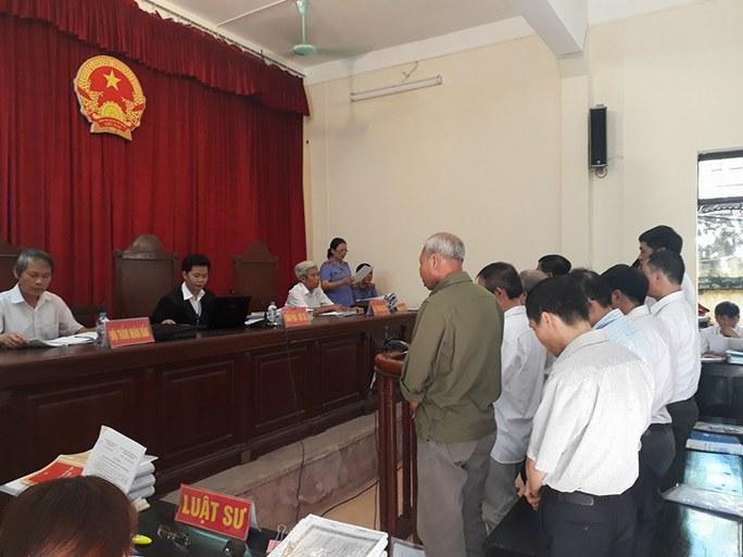 Tòa xử 14 cựu cán bộ Đồng Tâm: Quanh co, chối tội - Ảnh 1.