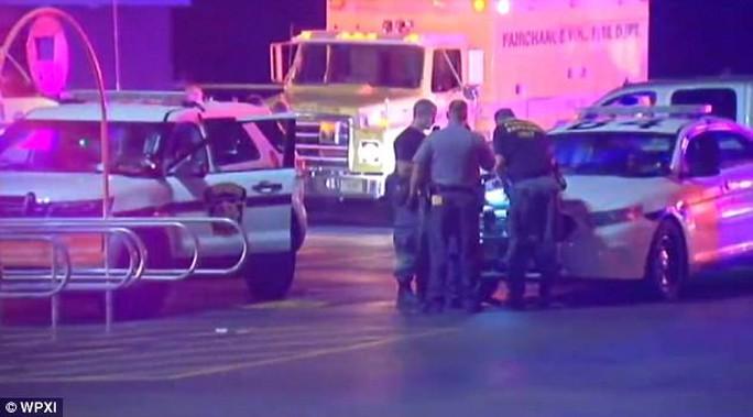 Một đêm, 6 cảnh sát Mỹ bị bắn, 1 người chết - Ảnh 3.