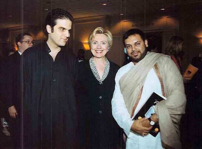 Thực hư bức ảnh bà Clinton bắt tay Osama bin Laden - Ảnh 5.