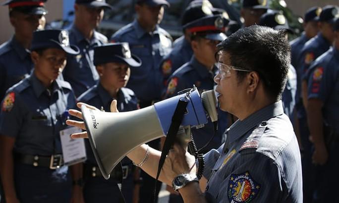 Philippines giải thể toàn bộ lực lượng cảnh sát một thành phố - Ảnh 1.