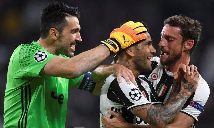 Alves: Hậu vệ thích kiến tạo hơn ghi bàn - Ảnh 1.