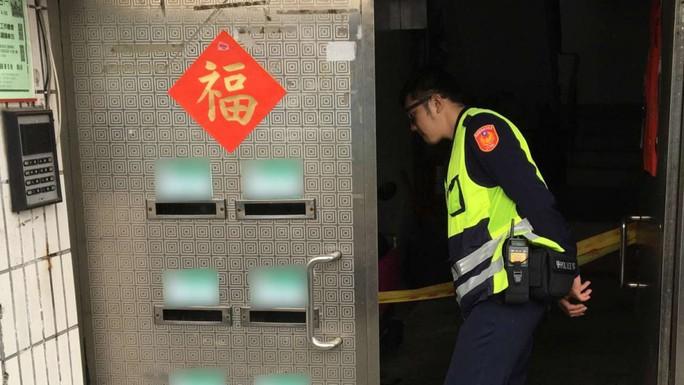 Cảnh sát điều tra tại hiện trường. Ảnh: SCMP