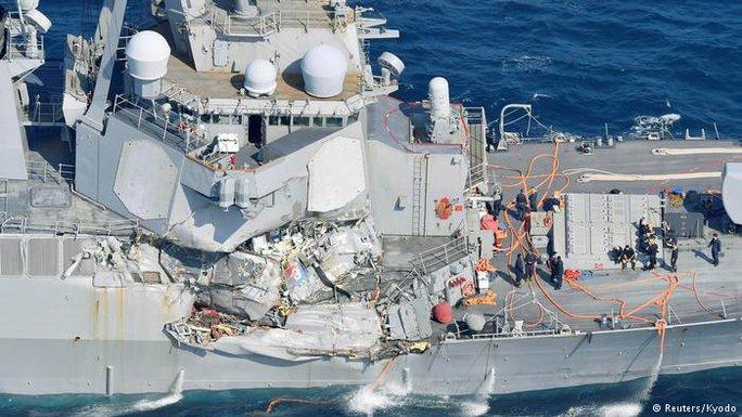 Mỹ cách chức ban chỉ huy chiến hạm va chạm tàu hàng Philippines - Ảnh 2.