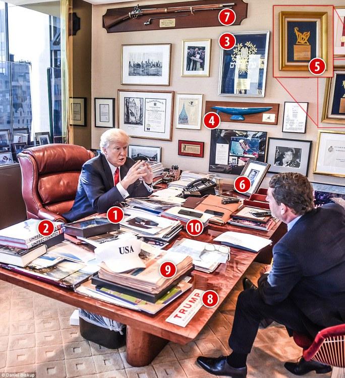 Cận cảnh bàn làm việc của Tổng thống đắc cử Donald Trump. Ảnh: Daniel Biskup