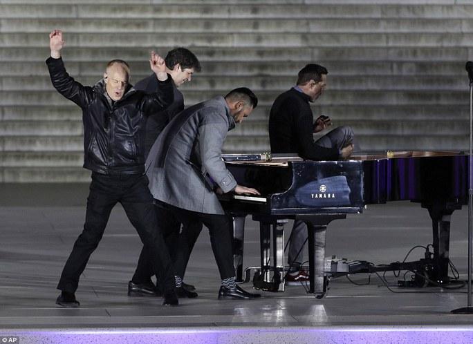 Hiện tượng Youtube, nhóm The Piano Guys, cũng đến chung vui cùng gia đình ông Trump. Ảnh: AP
