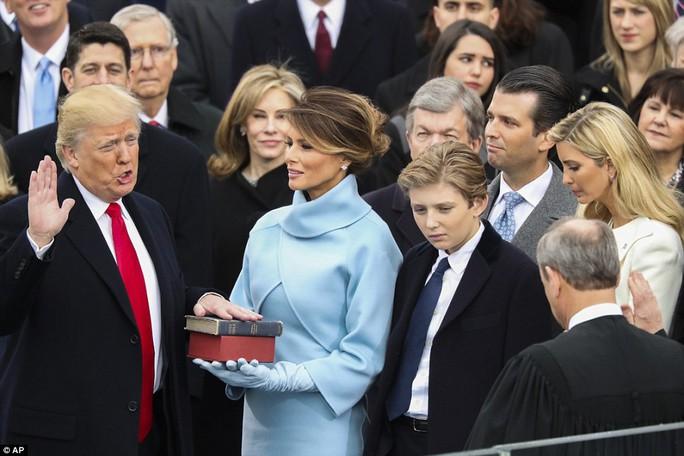 Ông Trump tuyên thệ nhậm chức. Ảnh: AP