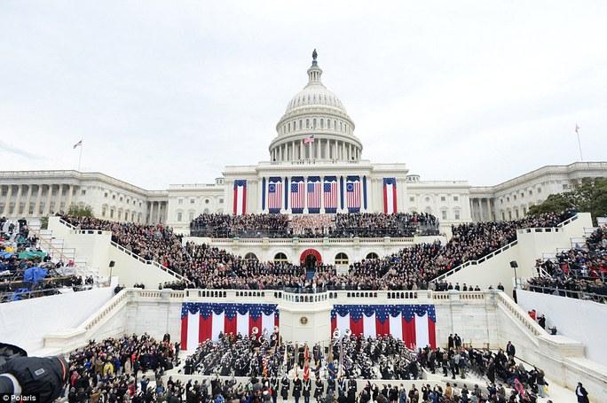 không khí trang nghiêm khi ông Trump tuyên thệ nhậm chức tại Nhà Trắng. Ảnh: Polaris