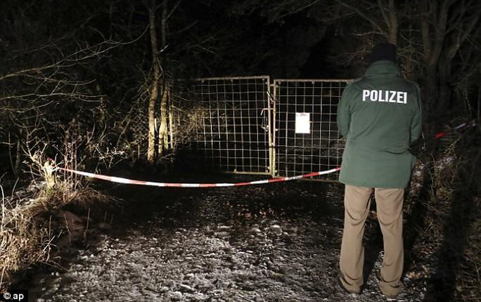 6 người qua đời bí ẩn sau khi tiệc tùng trong khu vườn của một ngôi nhà tại thị trấn Arnstein, Đức. Ảnh: AP