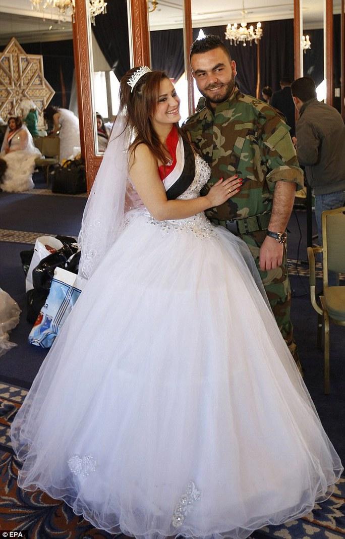 Đám cưới tập thể đầu tiên ở Syria sau lệnh ngừng bắn