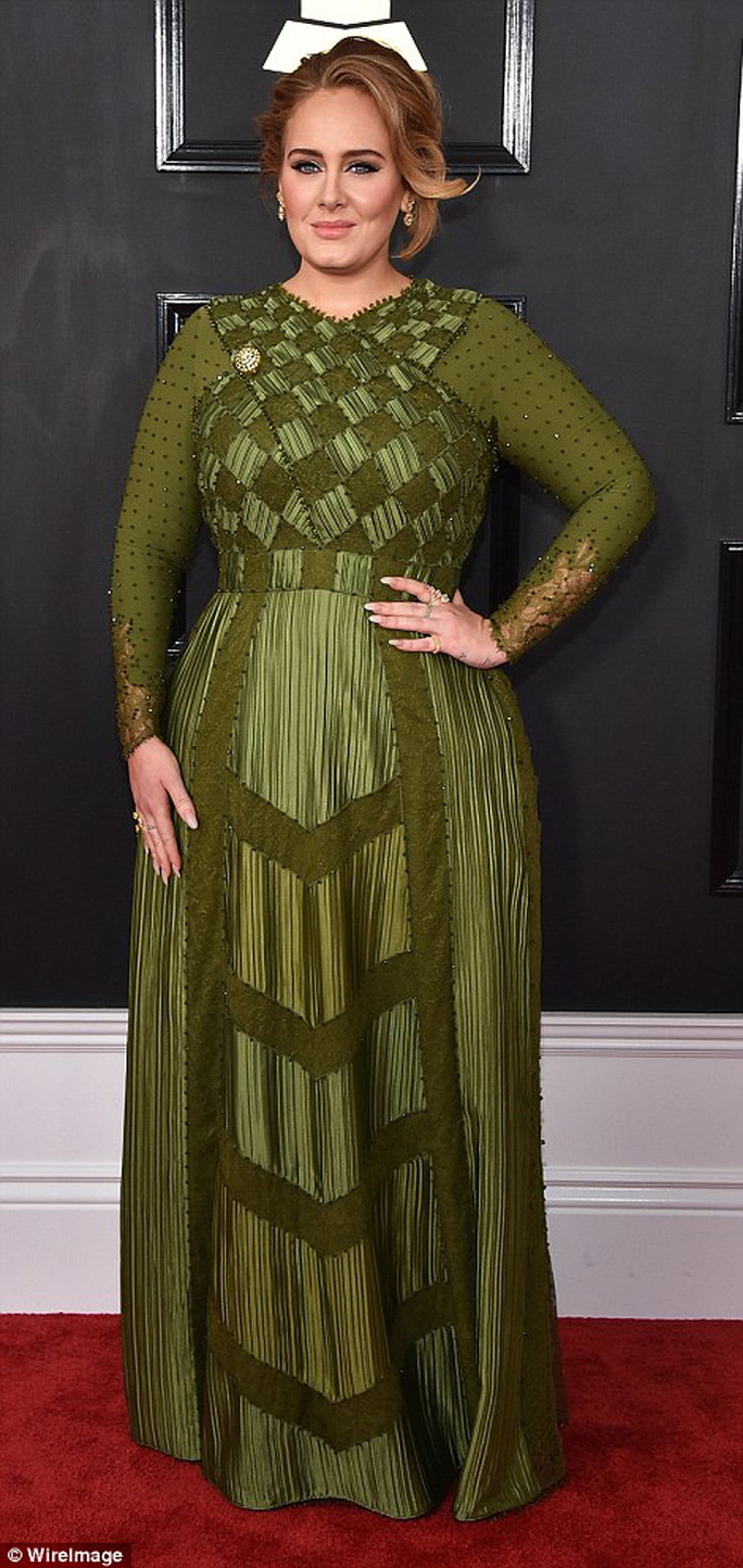 Adele duyên dáng đầm xanh lá