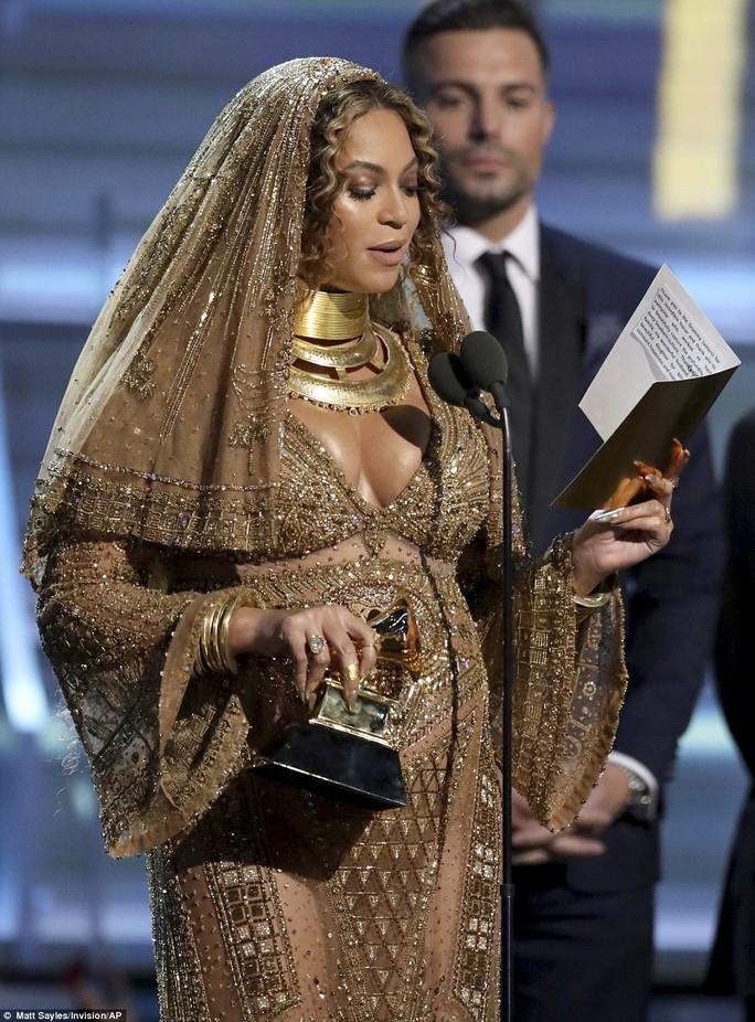 Beyonce cũng góp mặt dù mang song thai