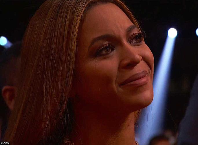 Beyonce xúc động trước tình cảm của Adele