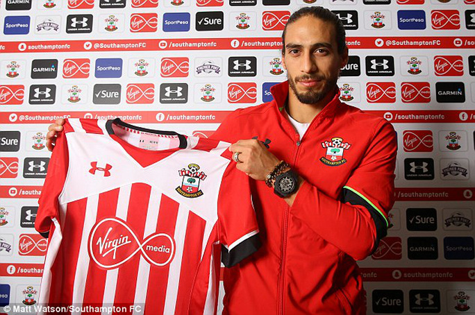 Caceres ra mắt Southampton