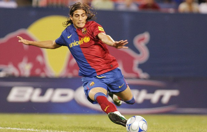 Cựu hậu vệ Barcelona đến Premier League