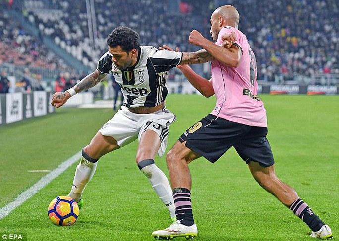 Alves trong màu áo Juventus mùa này