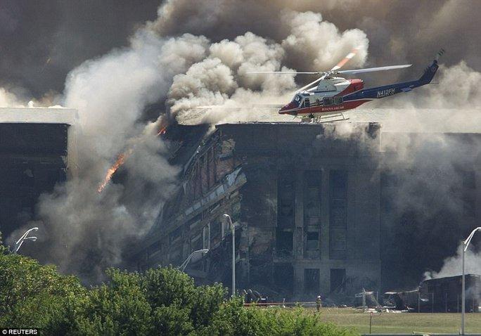 Phải mất nhiều ngày lực lượng cứu hỏa mới dập được lửa. Ảnh: Reuters