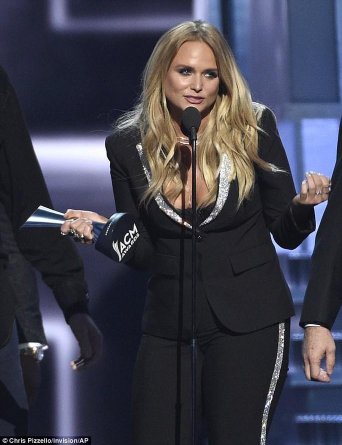 Miranda Lambert hạnh phúc nhận giải