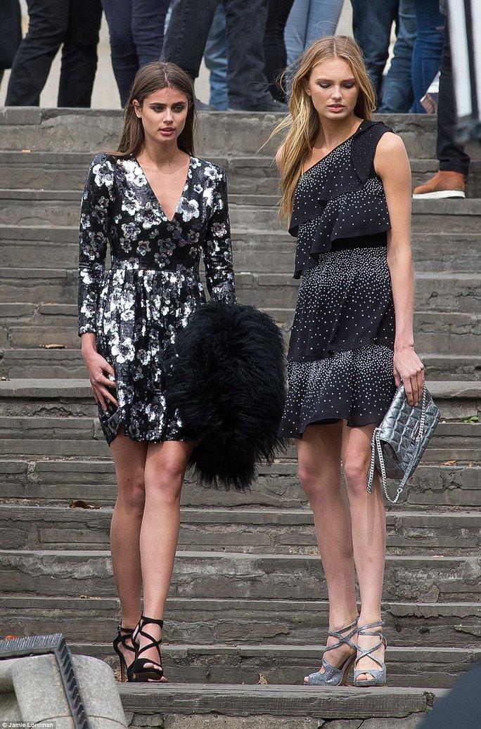 Hai thiên thần nội y của Victorias Secret