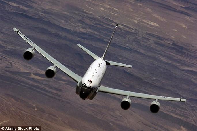 Một chiếc máy bay Rivet Joint của Không quân Hoàng gia Anh đang làm nhiệm vụ. Ảnh minh họa: Alarmy Stock Photo