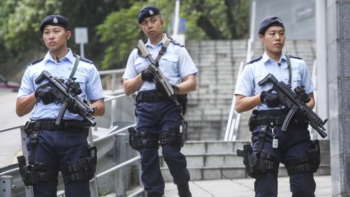 Cánh sát tuần tra trên đường phố Hồng Kông. Ảnh: Sam Tsang