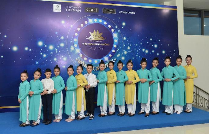 Tiếp viên Vietnam Airlines catwalk cực chuẩn trong cuộc thi tài sắc - Ảnh 7.