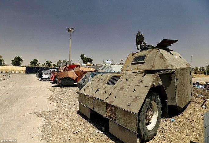 """Iraq: Tham quan """"nghĩa địa"""" xe đánh bom tự sát của IS - Ảnh 6."""