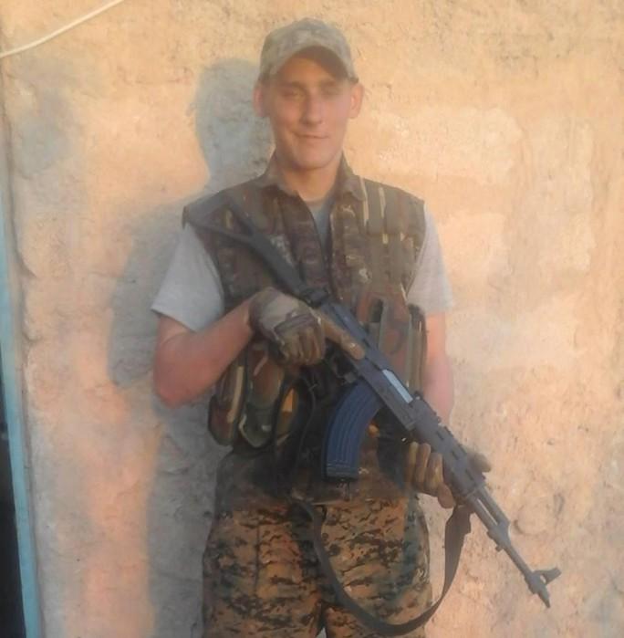 Quay súng tự sát để tránh rơi vào tay IS - Ảnh 5.