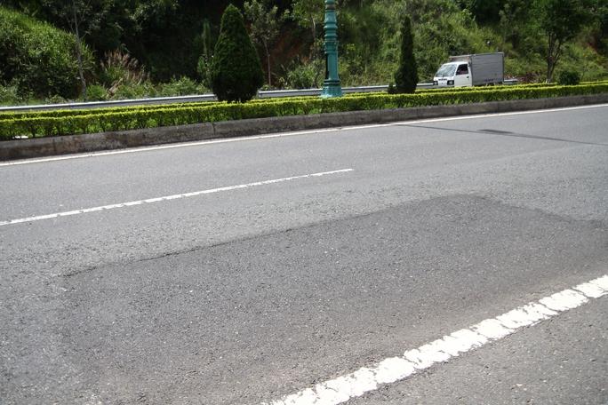 Cận cảnh đường cao tốc Liên Khương - Đà Lạt xuống cấp - Ảnh 4.