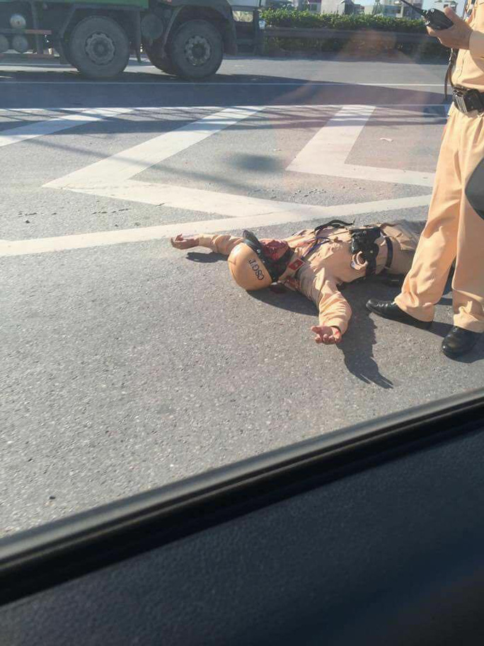 Va chạm với xe máy, 1 Trung úy CSGT bị thương nặng - Ảnh 1.