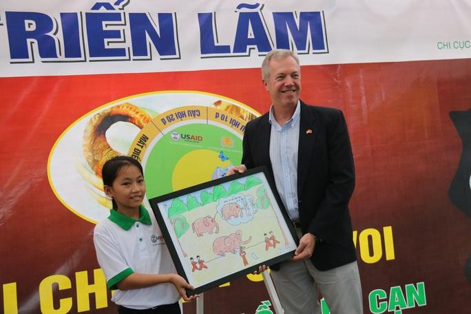 Đại sứ Hoa Kỳ Ted Osius khen HS Quảng Nam hiểu biết loài voi - Ảnh 6.