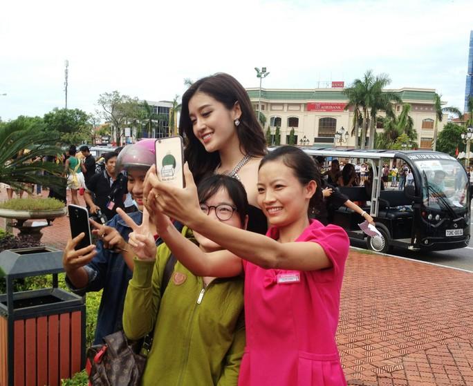 Hoa hậu Hòa bình Thế giới: 76 người đẹp thi trang phục dân tộc - Ảnh 4.