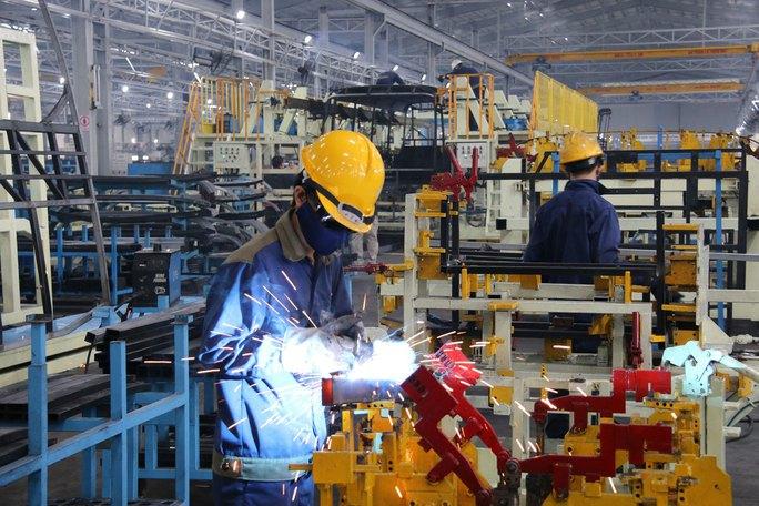 Một số công ty ô tô không thể xuất xưởng xe do bị tạm ngừng cấp phiếu xe mức tiêu chuẩn khí thải 2 Ảnh: TRẦN THƯỜNG