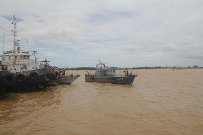 Mở rộng tìm kiếm 4 thuyền viên mất tích trong bão số 2 - Ảnh 1.