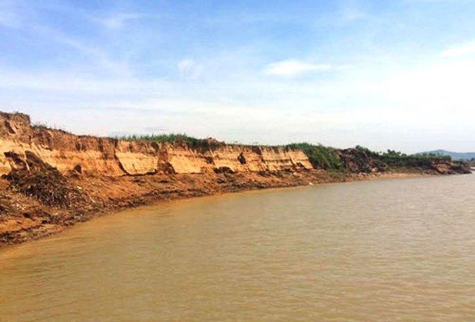 Lòng sông Chu bị khoét - Ảnh 1.