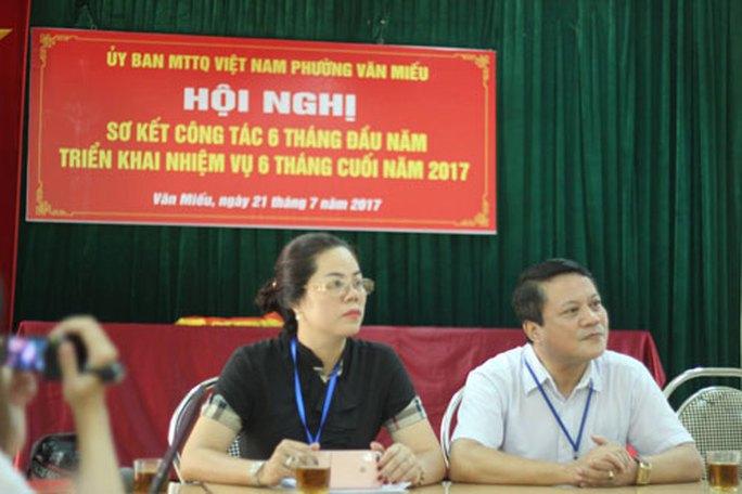 Vụ gây khó cấp giấy khai tử: Đình chỉ phó chủ tịch UBND phường Văn Miếu - Ảnh 1.