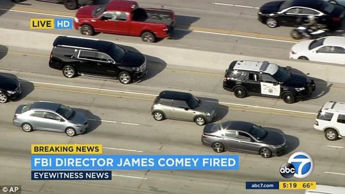 Giám đốc FBI biết tin bị sa thải... qua TV - Ảnh 2.